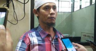 Sekjen LSM GMBI Distrik Kabupaten Bekasi, Samsudin saat ditemui mengawal aduan warga Desa Tridayasakti di gedung DPRD Kabupaten Bekasi, Senin (22/01) siang.