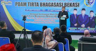 Direktur Utama PDAM Tirta Bhagasasi Usep Rahman Salim saat memberikan sambutan di acara tasyakuran HUT Ke-39 PDAM Tirta Bhagasasi, Selasa (29/09).