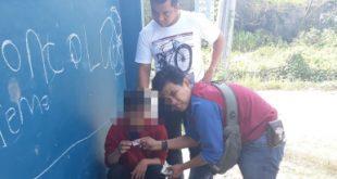 Tersangka PD (22) saat ditangkap Unit Reserse Kriminal Kepolisian Sektor Babelan di Kp. Rawa Indah, Desa Setia Mulya, Kecamatan Tarumajaya pada Rabu (10/07) pagi sekitar pukul 09.30 WIB.